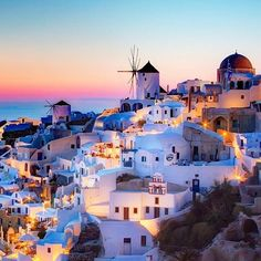 It's our #bbwanderlustwednesday and we're wishing we were back in Santorini✨