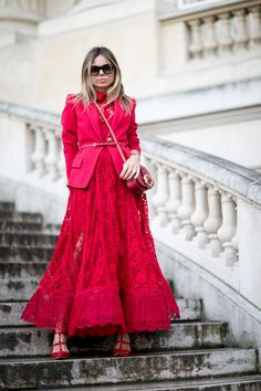 All red outfit Monochrome Fashion, Street Style Women, Cool Street Fashion,  Street Chic b686aeaf01