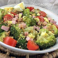 Con esta misma receta de ensalada de brócoli, jamón y queso, puedes preparar ensaladas con coliflor, judías verdes o mini alcachofas cocidas. Si quieres eliminar la salsa de soja de la vinagreta tendrás que incorporar un poco de sal y pimienta.