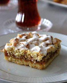 Bu tarifi misafirlerime yıllardır yapıyorum çünkü çok kolay, tarif tam tutuyor ve inanılmaz lezzetli oluyor. Elmalı ve tarçınlı… Turkish Recipes, Alternative, Yummy Cakes, Cake Recipes, Dessert Recipes, Desserts, Appetizer Recipes, Sweet Recipes, Puff Pastry Recipes