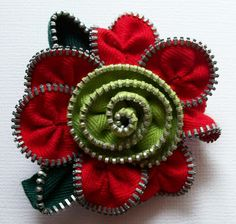 Zipper flower ...pin leads to blog (so sad); non-english site.  Unable to find webpage.  Photo is great!