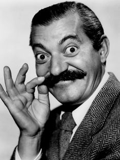 Comedian Jerry Colonna was born today in We saw him a lot on USO tours with Bob Hope and on his TV specials. Real Tv, Abbott And Costello, Classic Comedies, Bob Hope, Human Poses, Hooray For Hollywood, Important People, Classic Tv, Man Humor
