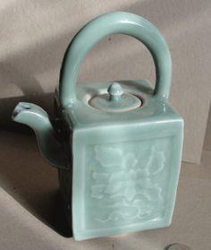 Antique Japanese porcelain Seiji Celadon Tea Pot by curiomonkey Pottery Teapots, Ceramic Teapots, Porcelain Ceramics, Pottery Art, Japanese Porcelain, Japanese Ceramics, Japanese Pottery, Ceramic Boxes, Glass Ceramic