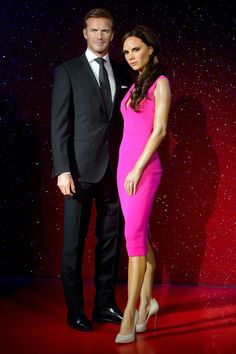 David Beckham poses in front of his own waxwork at Madame Tussauds Victoria And David, David And Victoria Beckham, Victoria Beckham Style, David Beckham Style, The Beckham Family, Harper Beckham, Fashion Couple, Man Fashion, Madame Tussauds