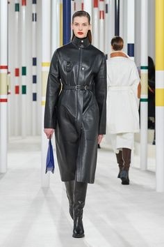 Hermes Fall/Winter 2020 RTW collection fashion show photos from Paris Fashion Week (Feb, Ready-to Wear runway photos, models, womenswear collection Hermes, 2020 Fashion Trends, Fashion Week, Style Royal, Latest Tops, Michael Kors Collection, Vogue Russia, Fashion Show Collection, Models