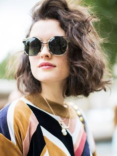This Is the Street Style Hair Trend From Fashion Month We take a look at the biggest street style hair trend on the streets of New York, London, Milan and Paris. Prepare to meet your new hair Short Curly Hair, Curly Hair Styles, Loose Perm Short Hair, Curly Hair Bob Haircut, Short Wavy Bob, Short Hair Waves, Messy Waves, Wavy Bobs, Loose Curls