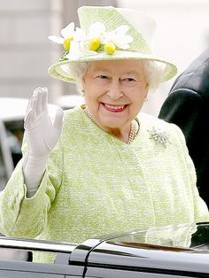 Queen Elizabeth Is Radiant In Green as She Celebrates Her 90th with Her Subjects – and PEOPLE! http://www.people.com/people/package/article/0,,20395222_21001561,00.html