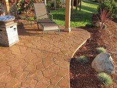 Pavajul din beton amprentat reproduce orice tip de material utilizat in pavarile exterioare, este un pavaj rezistent si durabil!