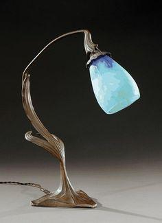 MAURICE DUFRENE, attribué à et DAUM NANCY Table lamp.