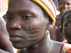 Holi-Yoruba woman with beautiful facial scarification. African Tribes, African Women, Black Is Beautiful, Beautiful People, African Tattoo, Yoruba People, Afrique Art, Culture Art, Tribal People