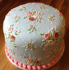A Cath Kidston cake from the UK Fancy Cakes, Cute Cakes, Pretty Cakes, Gorgeous Cakes, Amazing Cakes, Cath Kidston Cake, Decoration Patisserie, Cake Decorating Techniques, Floral Cake