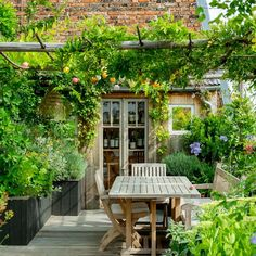 Though historic throughout idea, a pergola has become suffering from somewhat of a current rebirth Small Courtyard Gardens, Small Courtyards, Small Gardens, Outdoor Gardens, Outdoor Spaces, Outdoor Living, Outdoor Decor, Outdoor Furniture, Garden Cottage
