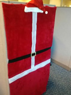 Cubicle decor, totally doing this next Christmas! Cubicle Walls, Office Cubicle, Cubical Ideas, Office Ideas, Christmas Cube Decorations, Office Space Decor, Office Spaces, Whoville Christmas, Office Pods