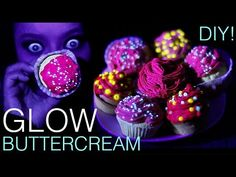 Monster green glow in the dark cupcakes for Halloween or NYE! Find out how to make these UV reactive cupcakes, great for a black light party! In this DIY tut. Glow In The Dark Cupcakes, Glow In Dark Party, Glow Party, Glow In The Dark Cake Recipe, Spa Party, Neon Birthday Cakes, 27th Birthday, Teen Birthday, Birthday Parties