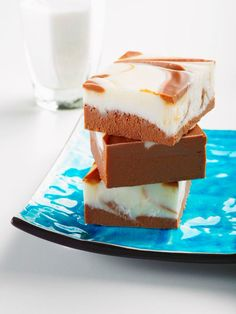 Double your chocolate pleasure with these Chocolate-Dipped White Fudge squares! Pieces of white fudge get a flavor boost from a coating of chocolate. Chocolates, Cappuccino Fudge Recipe, Coffee Fudge Recipes, Latte Recipe, Flan, Best Fudge Recipe, White Chocolate Fudge, Chocolate Coffee, Chocolate Chips