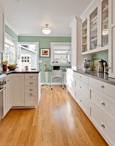 Ideas on how to update forest green countertops, tile, carpet in a kitchen or bathroom using Benjamin Moore and Sherwin Williams paint colours. Great 'how to decorate' blog.