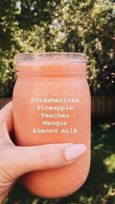 いちご、パイナップル、桃、マンゴー、アーモンドミルクスムージー - What you need to know for a healthy life Smoothies Vegan, Smoothies With Almond Milk, Fruit Smoothie Recipes, Yummy Smoothies, Smoothie Drinks, Dragon Fruit Smoothie, Smoothie Detox, Breakfast Smoothies, Healthy Smoothies Easy
