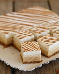 Mascarpone squares and three-layer speculoos Ingredients for a square, Recipes Mini Desserts, No Bake Desserts, Biscuit Cake, Square Cakes, Mini Foods, Desert Recipes, Cheesecake Recipes, No Bake Cake, Chocolates