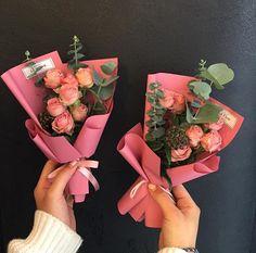 Bouquet Wrap, Small Bouquet, Diy Bouquet, Floral Bouquets, How To Wrap Flowers, How To Preserve Flowers, Faux Flowers, Diy Flowers, Garden Whimsy