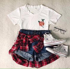 Image shared by The Heart. Find images and videos about moda, ootd and mode on We Heart It - the app to get lost in what you love. Teenage Outfits, Teen Fashion Outfits, Outfits For Teens, Girl Fashion, Girl Outfits, 90s Fashion, Cute Casual Outfits, Cute Summer Outfits, Jugend Mode Outfits