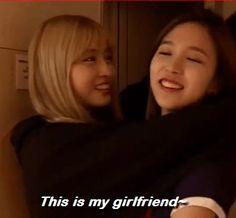 TWICE - (GIF) MYOUI Mina #묘이미나 #미나 #名井南 & HIRAI Momo #히라이모모 #모모 #平井桃 #平井もも