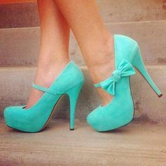 The bow makes these shoes really nice but the turquoise really sets it off.
