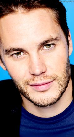 Taylor Kitsch he is my Christian Grey ! Taylor Kitsch, Pretty People, Beautiful People, Tim Riggins, Handsome Faces, Handsome Man, Christian Grey, Dream Guy, Good Looking Men