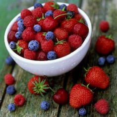 Summer Fruit, Blackberries, Strawberries, Raspberries, Blueberries and Cherries on Rustic Table Fotografiskt tryck