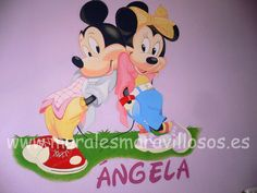 Mural infantil de Mickey y Minnie sobre pared en malva de habitación Mickey Y Minnie, Minnie Mouse, Hello Kitty, Malva, Madrid, Disney Characters, Fictional Characters, Art, Girl Rooms