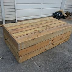 Reclaimed wood from pallets makes a nice patio table