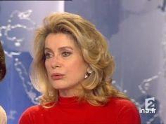 """5 fevrier 2002  Sur le plateau, sont invitées les comédiennes Catherine DENEUVE et Fanny ARDANT, interprètes du film de François OZON, """"8 femmes""""."""