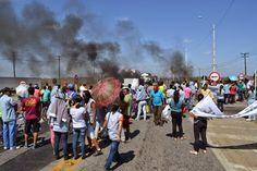 SALVADOR: Grupo ateia fogo em pneus durante manifestação contra morte de jovem na Vasco da Gama #LEIAMAIS   WWW.OBSERVADORINDEPENDENTE.COM