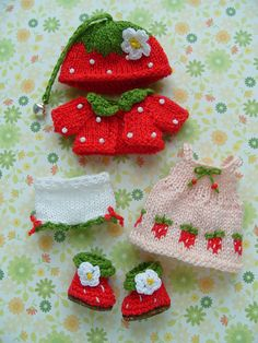 Pre-order Pukipuki and Lati White Sp. sweet berry set. Includes: dress, jacket, hat, pants and boots. All parts of this set knitted by hand using cotton yarn. Ill make it for you in 1-2 weeks. If you have any questions please let me know :)