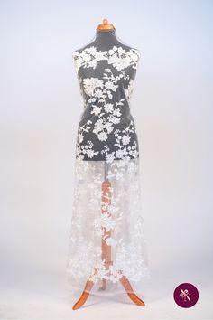 Dantelă albă cu flori, pe bază din tulle de aceeași nuanță. Dantelă accesorizată cu strasuri argintii și mărgele albe cu sistem de prindere tip capsă. Dantelă cu design floral realizat din fir lucios de nuanță albă. Modelul dantelei este desfășurat pe întreaga suprafață a materialului, cu elemente florale pe centru și borduri ample de dimensiuni diferite. Dantela poate fi utilizată pentru confecționarea rochiilor de ocazie. Formal Dresses, Model, Fashion, Dresses For Formal, Moda, Formal Gowns, Fashion Styles, Scale Model