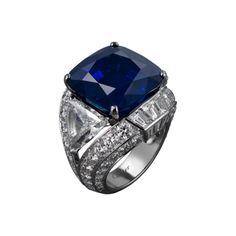 Sortija Alta Joyería Alta Joyería <br />Cartier Royal <br />Sortija - platino, un zafiro de Cachemira talla cojín de 29,06 quilates, diamantes talla triangular de 2,43 y 2,17 quilates, diamantes calibrados, diamantes talla brillante.