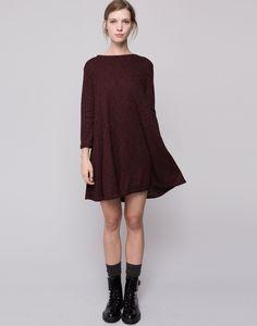 http://www.pullandbear.com/pt/pt/mulher/vestidos/vestido-evasê-malha-canelada-c29016p6672501.html