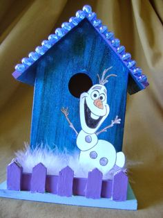 Love this Olaf birdhouse! It would be a cute decoration for a Frozen party!!!