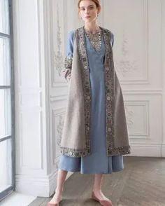 Senator of Tatooine Kimono Fashion, Hijab Fashion, Fashion Dresses, Dress Outfits, Kurta Designs, Blouse Designs, Mode Russe, Night Gown Dress, Long Jackets For Women