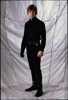 Luke Skywalker's all-black ensemble in Return of the Jedi showed the character's evolution into a Jedi Knight—and hinted that his journey might end on the Dark Side. Luke's kimono and wrap were removed for his climatic confrontation with the Emperor. Design by Aggie Rodgers & Nilo Rodis-Jamero #StarWarsCostumes #behindtheseams