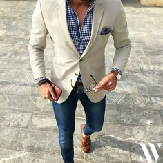 Finalement aujourd'hui ça sera veste chemise... J'adore cette chemise à carreaux Bon week-end #menstyle #menswear #menslook #stylish #guy #fashion #menwith #man #mensstyle #mensclassic #classic #dapper #gentleman #style #wear #trend #mensfashion #luxury #luxurylife #outfit #mensphysique #suit #mens #swag #urban #model #casual by mensloverswatch