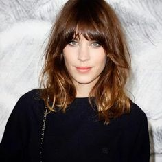 Got Medium Length Hair? Copy These 12 Celebrity Medium Hair Styles - New Hair Styles 2018 Haircuts For Long Hair, Hairstyles With Bangs, Cool Hairstyles, Layered Hairstyles, Celebrity Hairstyles, Wedding Hairstyles, Pinterest Hairstyles, Woman Hairstyles, Trendy Haircuts