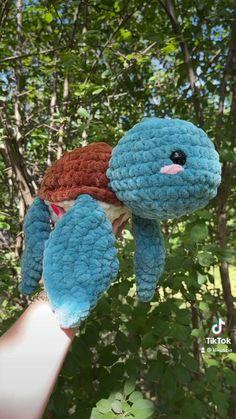 Crochet Patterns Amigurumi, Crochet Dolls, Crochet Yarn, Crochet Clothes, Crochet Stitches, Crochet Octopus, Diy Crochet Projects, Crochet Crafts, Yarn Crafts