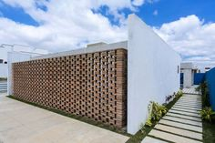 A simple architecture in the ostentation aspect, but great in the matter of the emotion - CAANdesign Design Exterior, Brick Design, Facade Design, House Design, Brick Architecture, Architecture Details, Brick Detail, Brick Facade, Unusual Homes