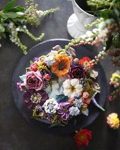 ㅡ Full soo 적보라계열의 어두운색은 충만한 느낌을 가지게한다 이조합은 내가평소좋아하는색들. ㅡ #flower #cake #flowercake #partycake #birthday #weddingcake #buttercreamcake #buttercream #designcake #soocake #플라워케익 #수케이크 #꽃스타그램 #버터크림플라워케이크 #베이킹클래스 #플라워케익클래스 #생일케익 #수케이크  www.soocake.com vkscl_energy@naver.com