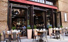 Индустриальный бар Locanda Verde в Нью-Йорке.
