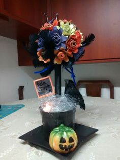 Topiario para un cumple en halloween Halloween, Wreaths, Home Decor, The Creation, Meet, Decoration Home, Room Decor, Halloween Labels, Bouquet