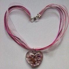 Collier coeur de verre rose, cordon coton et organza