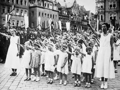 HITLER YOUTH girls group 'The league of German maidens'