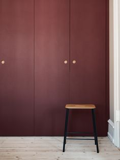 Reform's Basis wardrobe design in linoleum in color 'Burgundy' with natural oak handles and edges. It's an IKEA PAX hack. Fitted Bedroom Furniture, Wardrobe Furniture, Wardrobe Systems, Pax Wardrobe, Burgundy Walls, Burgundy Bedroom, Ikea Pax Hack, Ikea Hacks, Wardrobe Door Handles