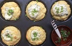 Martjie Malan van M.Pâtisserie in Stellenbosch, wat pas tweede was in die eerste Koekedoor-reeks, se sprietui-en-roomkaas-muffins met Parmalat-roomkaas: